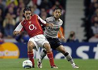 Fotball<br /> Champions League 2004/05<br /> Arsenal v PSV Eindhoven<br /> Gruppe E<br /> 14. september 2004<br /> Foto: Digitalsport<br /> NORWAY ONLY<br /> OBERT PIRES (ARS) / YOUNG PYO LEE (PSV)
