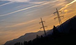 THEMENBILD - Silhouetten von Strommasten mit Leitungen, Berge und Bäume bei Sonnenuntergang, aufgenommen am 18. April 2018 in Kaprun, Österreich // Silhouettes of power poles with wires, trees and mountains at sunset, Kaprun, Austria on 2018/04/18. EXPA Pictures © 2018, PhotoCredit: EXPA/ JFK