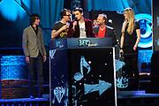 Uitreiking van de 3FM Awards 2013 in de Gashouder op het Westergasterrein, Amsterdam.<br /> <br /> Op de foto:  Dinand Woesthoff en Dennis van Leeuwen van de band Kane (winnaars beste artiest Rock)