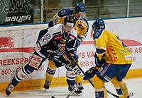 Ishockey , Get - ligaen ,<br /> 21.11.2013 <br /> Hamar OL-Amfi<br /> Storhamar  Dragons  v Sparta  1-3<br /> Foto:Dagfinn Limoseth  -  Digitalsport<br /> Logan Stephenson , Sparta  og Pål Johnsen , Storhamar