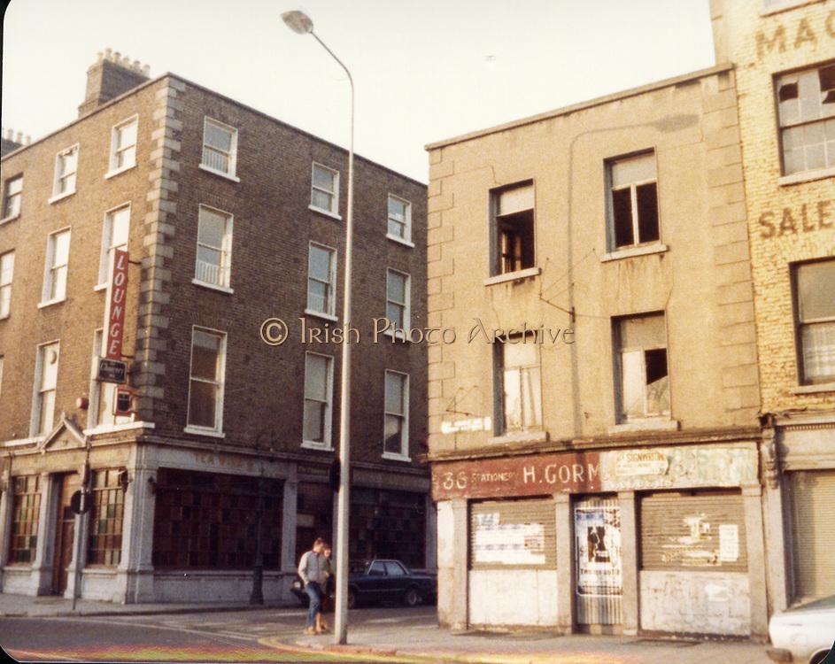 Old Dublin Amature Photos December 1983 WITH, Four Courts, North Quays, Parlement St, Gratton Bridge, Sea Horse, Lantern, Lampost, Chancery Inn, st, Arron Quay, Church, South Quays, Nashs, Old amateur photos of Dublin streets churches, cars, lanes, roads, shops schools, hospitals