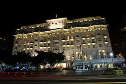 Inaugurado em 1923, o Copacabana Palace é o mais imponente, tradicional e luxuoso hotel do Rio de Janeiro. Esse marco arquitetônico foi projetado pelo arquiteto francês Joseph Gire, que se inspirou no Hotel Negresco de Nice e no Hotel Carlton de Cannes. Desde a sua inauguração, o hotel teve apenas dois proprietários, a família Guinle do Rio de Janeiro, e o grupo Orient-Express Hotels, que o adquiriu em 1989. FOTO: Jefferson Bernardes/Preview.com
