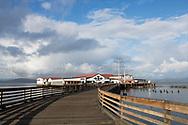 Columbia River och anläggning för konservering av fisk där många av de finska invandrarna arbetade. Idag är drivs en restaurang och ett bryggeri i lokalerna. Astoria, Oregon. <br /> <br /> Foto: Christina Sjögren