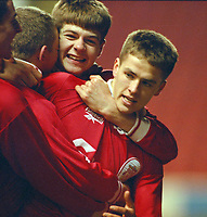 Fotball<br /> England <br /> Foto: Propaganda/Digitalsport<br /> NORWAY ONLY<br /> <br /> LIVERPOOL, ENGLAND - 1997: Liverpool's Steven Gerrard celebrates with goalscorer Michael Owen (R) against Manchester United during the FA Youth Cup 3rd Round match at Anfield