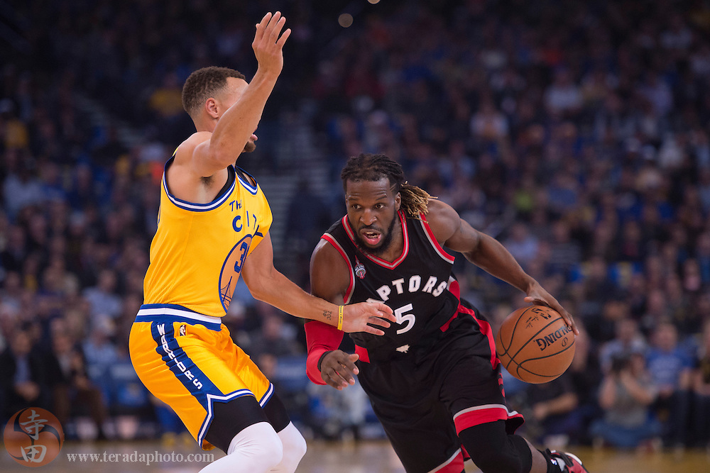 November 17, 2015; Oakland, CA, USA; Toronto Raptors forward DeMarre Carroll (5) dribbles the basketball against Golden State Warriors guard Stephen Curry (30) during the first quarter at Oracle Arena. The Warriors defeated the Raptors 115-110.