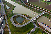Nederland, Limburg, Gemeente Maasgouw, 15-11-2010; brug over het Julianaknaal tussen Echt en Ohe & Laak.luchtfoto (toeslag), aerial photo (additional fee required).foto/photo Siebe Swart