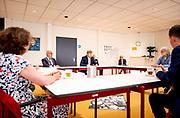 Koning Willem Alexander heeft een werkbezoek gebracht aan Overschild en Siddeburen in de gemeente Midden-Groningen. Beide dorpen zijn zwaar getroffen door de bevingen als gevolg van de gaswinning. Vanwege de coronacrisis (COVID-19) worden de gedupeerden van de aardgaswinning geconfronteerd met aanvullende problematiek.