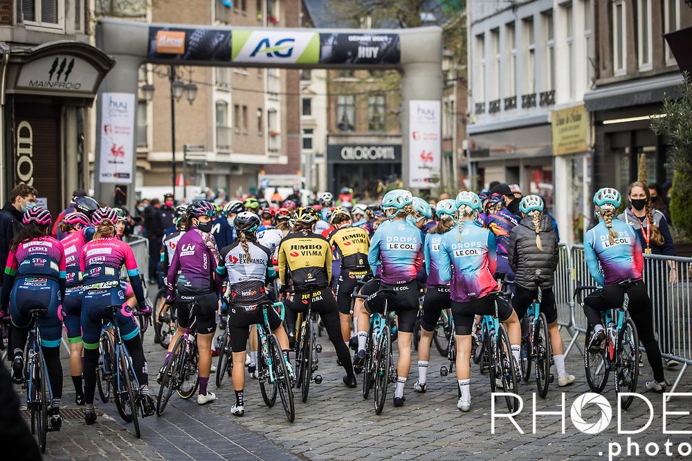 peloton race ready - race start <br /> <br /> 24th la Flèche Wallonne Féminin 2021 (1.UWT)<br /> 1 Day Race: Huy – Huy 130,5km<br /> <br /> ©RhodePhoto