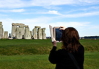 Chimping on an iPad at Stonehenge. Image taken with a Nikon D800 and 50 mm f/1.4G lens (ISO 100, 50 mm, f/8, 1/400 sec).