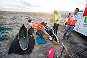 De VeloX4 wordt klaar gemaakt voor de kwalificaties. Het Human Power Team Delft en Amsterdam (HPT), dat bestaat uit studenten van de TU Delft en de VU Amsterdam, is in Amerika om te proberen het record snelfietsen te verbreken. Momenteel zijn zij recordhouder, in 2013 reed Sebastiaan Bowier 133,78 km/h in de VeloX3. In Battle Mountain (Nevada) wordt ieder jaar de World Human Powered Speed Challenge gehouden. Tijdens deze wedstrijd wordt geprobeerd zo hard mogelijk te fietsen op pure menskracht. Ze halen snelheden tot 133 km/h. De deelnemers bestaan zowel uit teams van universiteiten als uit hobbyisten. Met de gestroomlijnde fietsen willen ze laten zien wat mogelijk is met menskracht. De speciale ligfietsen kunnen gezien worden als de Formule 1 van het fietsen. De kennis die wordt opgedaan wordt ook gebruikt om duurzaam vervoer verder te ontwikkelen.<br /> <br /> The VeloX4 is prepared for the qualifications. The Human Power Team Delft and Amsterdam, a team by students of the TU Delft and the VU Amsterdam, is in America to set a new  world record speed cycling. I 2013 the team broke the record, Sebastiaan Bowier rode 133,78 km/h (83,13 mph) with the VeloX3. In Battle Mountain (Nevada) each year the World Human Powered Speed ??Challenge is held. During this race they try to ride on pure manpower as hard as possible. Speeds up to 133 km/h are reached. The participants consist of both teams from universities and from hobbyists. With the sleek bikes they want to show what is possible with human power. The special recumbent bicycles can be seen as the Formula 1 of the bicycle. The knowledge gained is also used to develop sustainable transport.