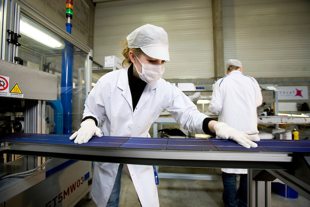 Belgium - Liege - 24 March 2009 - Issol Company is specilized in solar panel construction in Belgium...cfr: Solar Panel , construction , Cell , Liege , Belgium , Green Power , Sun .. © Patrick Mascart / Scorpix