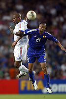 FOOTBALL - CONFEDERATIONS CUP 2003 - GROUP A - FRANKRIKE v JAPAN - 030620 - SYLVAIN WILTORD (FRA) / KEISUKE TSUBOI (JAP) - PHOTO GUY JEFFROY / DIGITALSPORT
