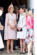 """Koning Willem Alexander wordt door Hare Majesteit Koningin Elizabeth II geïnstalleerd in de 'Most Noble Order of the Garter'. Tijdens een jaarlijkse ceremonie in St. Georgekapel, Windsor Castle, wordt hij geïnstalleerd als 'Supernumerary Knight of the Garter'.<br /> <br /> King Willem Alexander is installed by Her Majesty Queen Elizabeth II in the """"Most Noble Order of the Garter"""". During an annual ceremony in St. George's Chapel, Windsor Castle, he is installed as """"Supernumerary Knight of the Garter"""".<br /> <br /> Op de foto / On the photo:  Koningin Maxima en Catherine, hertogin van Cambridge / Queen Maxima  and Catherine, Duchess of Cambridge"""