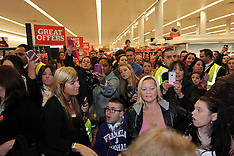 Oct 29 2012-Peter Andre signing copies of his new album