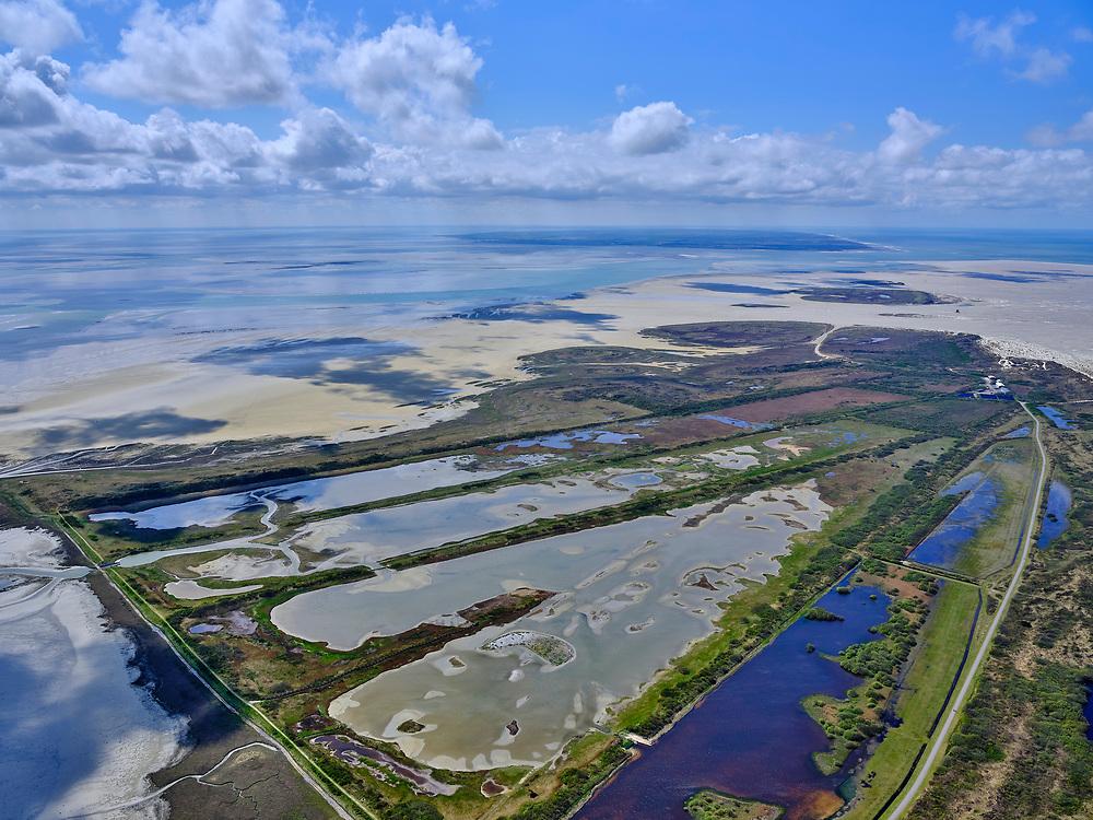 Nederland, Friesland, Vlieland, 07-05-2021; West-Vlieland met Kroon's Polders. De voormalige polders zijn nu natuurgebied en in beheer bij Staatsbosbeheer. olders de Vliehors.Vogelbroedgebied, brak water milieu. Grenzend aan de <br /> West Vlieland with Kroon's Polders. The former polders are now a nature reserve and managed by the Forestry Commission. Bird nesting area, brackish water environment.<br /> <br /> luchtfoto (toeslag op standard tarieven);<br /> aerial photo (additional fee required)<br /> copyright © 2021 foto/photo Siebe Swart