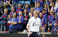 Fotball<br /> Tippeligaen Eliteserien<br /> 30.06.07<br /> Ullevaal Stadion<br /> Vålerenga VIF - Viking<br /> Frustrasjon hos Vålerengas supportere Klanen med Allan Gaarde<br /> Foto - Kasper Wikestad