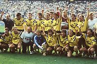 BILDENE INNGÅR IKKE I FASTAVTALENE PÅ NETT<br /> <br /> Fotball<br /> Tyskland<br /> Borussia Dortmund Feature<br /> Foto: imago/Digitalsport<br /> NORWAY ONLY<br /> <br /> 24.06.1989<br /> Siegerfoto BVB, hi.v.li.: Trainer Horst Köppel, Norbert Dickel, Thomas Helmer, Michael Zorc, Alexander Conrad, Co Trainer Michael Henke, Torwart Rolf Meyer, Thomas Kroth, Michael Rummenigge, Matthias Ruländer, vorn: Günter Breitzke, Günter Kutowski, ...; ... Zeugwart Hartmut Wiegandt, Torwart Wolfgang de Beer, Andreas Möller, Frank Mill, Murdo MacLeod, Michael Lusch