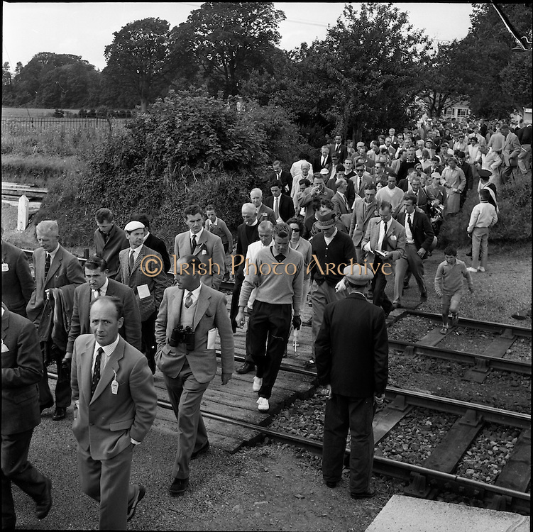 20/07/1962<br /> 07/20/1962<br /> 20 July 1962<br /> Woodbrook Irish Hospitals' Golf Tournament at Woodbrook Golf Course, Dublin. Crowds follow Henning (South Africa) and Nagle (Australia) as they cross the railway line at Woodbrook.