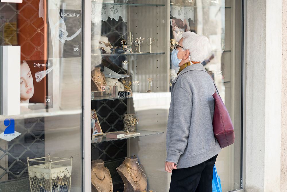 window shopping during Covid 19 crisis France Limoux April 2020
