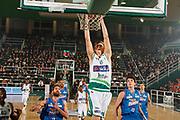DESCRIZIONE : Avellino Lega A 2011-12 Sidigas Avellino Novipiu Casale Monferrato<br /> GIOCATORE : Viktor Gaddefors<br /> SQUADRA : Sidigas Avellino <br /> EVENTO : Campionato Lega A 2011-2012<br /> GARA : Sidigas Avellino Novipiu Casale Monferrato<br /> DATA : 20/11/2011<br /> CATEGORIA : tiro schiacciata<br /> SPORT : Pallacanestro<br /> AUTORE : Agenzia Ciamillo-Castoria/A.De Lise<br /> Galleria : Lega Basket A 2011-2012<br /> Fotonotizia : Avellino Lega A 2011-12 Sidigas Avellino Novipiu Casale Monferrato<br /> Predefinita :
