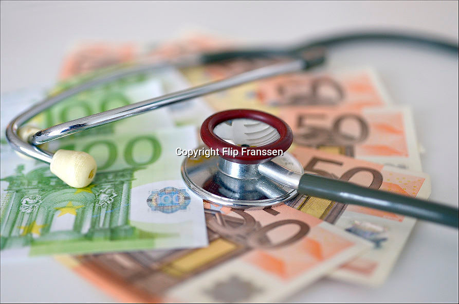 Nederland, Ubbergen, 15-2-2013Sthetoscoop en geld. Kosten medische sector, zorgstelsel.Foto: Flip Franssen/Hollandse Hoogte