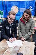 Bernhard van Oranje, initiatiefnemer van Lymph&Co, heeft vandaag bekend gemaakt dat Lymph&Co en het Van<br /> Vlissingen Lymfoom Fonds fuseren en verder gaan onder de naam Lymph&Co.<br /> <br /> Op de foto:  Prins Bernhard van Oranje en prinses Annette