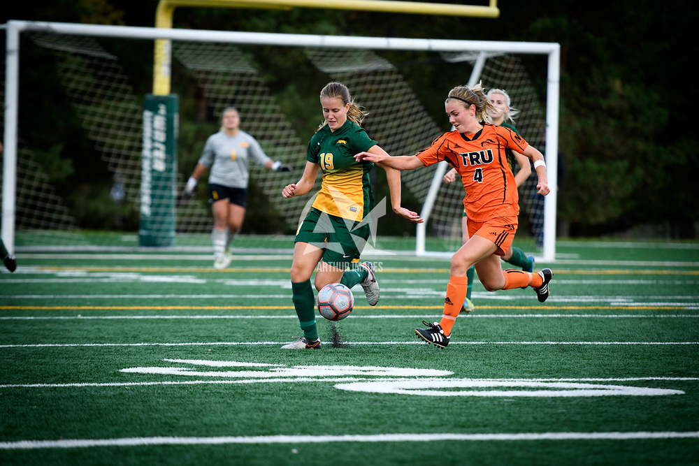 4th year defender Olivia Bolen (19) of the Regina Cougars during the Women's Soccer home game on September 17 at U of R Field. Credit: Arthur Ward/Arthur Images
