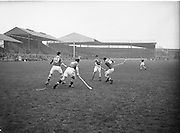 Neg No: 735/9958-9965...3041955IPHCF.03.04.1955...Interprovincial Railway Cup Hurling Championship - Final...Munster.06-08.Connacht.03-04..