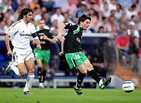 JAVI GUERRERO, Spanish Football player and Racing forward, in action with his fellow countryman RAUL Gonzalez, Real Madrid attacker. Real Madrid - Racing Santander / League 2004-05. Santiago Bernabeu Stadium, Madrid. 07-05-2005.  <br />  <br />  <br />  <br /> Norway only