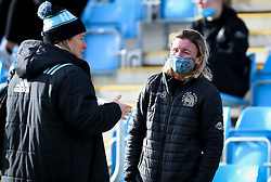 Exeter Chiefs Women Head Coach Susie Appleby talks to a Harlequins Women staff member - Mandatory by-line: Andy Watts/JMP - 06/02/2021 - Sandy Park - Exeter, England - Exeter Chiefs Women v Harlequins Women - Allianz Premier 15s