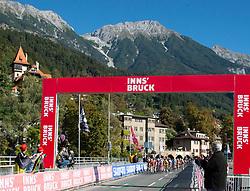 27.09.2018, Innsbruck, AUT, UCI Straßenrad WM 2018, Straßenrennen, Juniorinnen, von Rattenberg nach Innsbruck (72,4 km), im Bild das Feld in Innsbruck // the peleton in Innsbruck during the road race of the junior Women from Rattenberg to Innsbruck (72,4 km) of the UCI Road World Championships 2018. Innsbruck, Austria on 2018/09/27. EXPA Pictures © 2018, PhotoCredit: EXPA/ Reinhard Eisenbauer