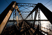 Pirapora_MG, Brasil...Ponte Marechal Hermes sobre o Rio Sao Francisco em Pirapora...Marshal Hermes Bridge, over Sao Francisco River in Pirapora...Foto: LEO DRUMOND / NITRO