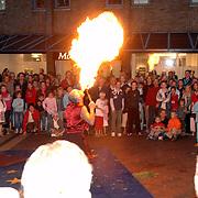 NLD/Huizen/20060908 - Huizerdag 2006, optreden Circus Caprioli, vuurspuger
