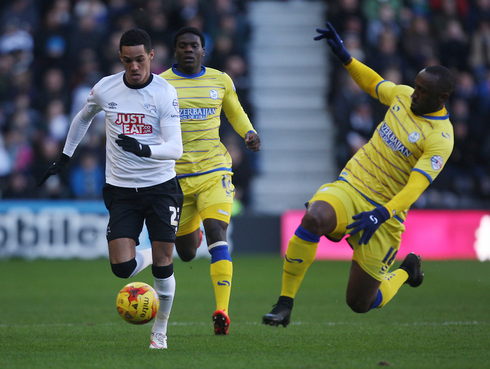 Derby County's Thomas Ince (L) and Sheffield Wednesday's Kamil Zayatte in action during todays match  <br /> <br /> Photographer Jack Phillips/CameraSport<br /> <br /> Football - The Football League Sky Bet Championship - Derby County v Sheffield Wednesday - Saturday 21st February 2015 - iPro Stadium - Derby<br /> <br /> © CameraSport - 43 Linden Ave. Countesthorpe. Leicester. England. LE8 5PG - Tel: +44 (0) 116 277 4147 - admin@camerasport.com - www.camerasport.com
