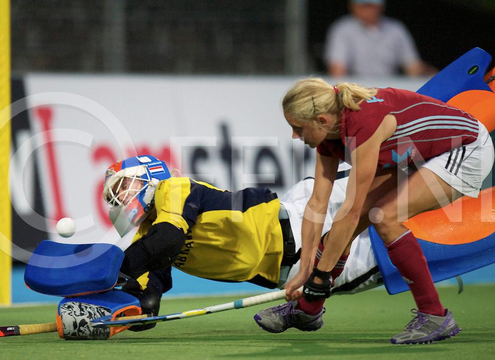 Amstelveen - Eurohockey Club Champions Cup<br /> Larensche MHC - UHC Hamburg<br /> Laren wins the second semi final after shoot outs.<br /> foto: Shoot out Joyce Sombroek stops Jennifer Plass.<br /> FFU PRESS AGENCY COPYRIGHT FRANK UIJLENBROEK
