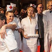 NLD/Amsterdam/20150306 - Boekenbal 2015, Ad Visser met doktor acteurs