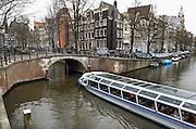 Nederland, Amsterdam, 19-2-2014Een rondvaartboot van Amsterdam Canal Cruises vaart over de Keizersgracht.Foto: Flip Franssen/Hollandse Hoogte
