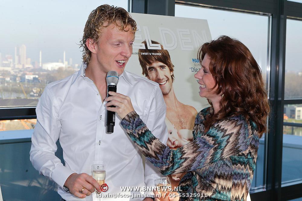 NLD/Rotterdam/20111116 - Presentatie Helden 11 magazine, Dirk Kuyt en Barbara Barend
