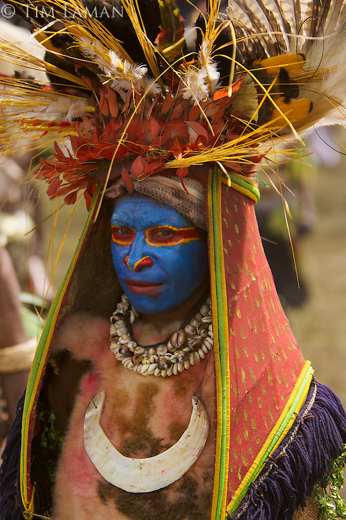 Woman with Magnificent Bird of Paradise plumes in headdress..Mount Hagen, Western Highlands Province, Papua New Guinea.