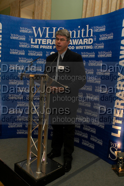 Dan Franklin receiving the award on behalf of Philip Roth. WH Smith Literary Award. Dartmouth House. 14 January 2004. ONE TIME USE ONLY - DO NOT ARCHIVE  © Copyright Photograph by Dafydd Jones 66 Stockwell Park Rd. London SW9 0DA Tel 020 7733 0108 www.dafjones.com