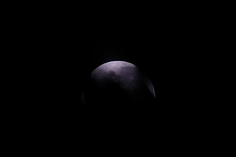 La Luna incierta | superluna rosa, 7 de abril de 2020.<br /> <br /> Edición limitada de 10 + 1 P/A - Fine Art