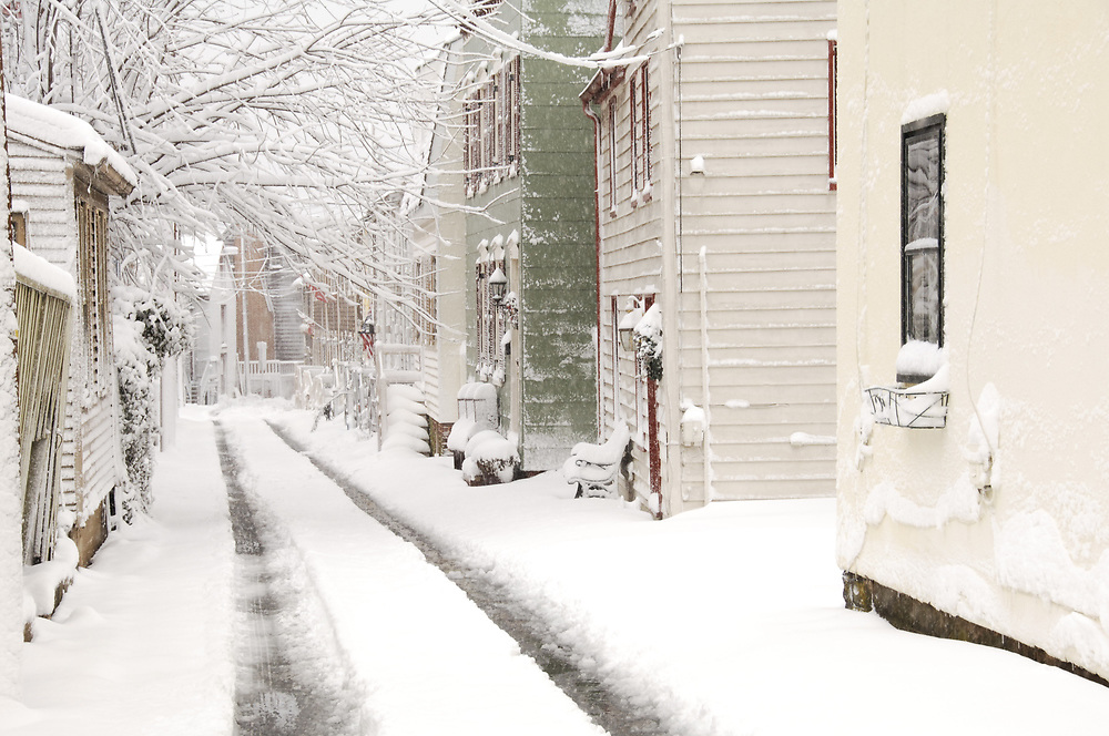 Narrow street in Annapolis, Maryland after snowstorm