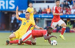 15.06.2016, Parc de Princes, Paris, FRA, UEFA Euro, Frankreich, Rumaenien vs Schweiz, Gruppe A, im Bild Dragos Grigore (ROU), Breel Embolo (SUI), Blerim Dzemaili (SUI) // Dragos Grigore (ROU), Breel Embolo (SUI), Blerim Dzemaili (SUI) during Group A match between Romania and Switzerland of the UEFA EURO 2016 France at the Parc de Princes in Paris, France on 2016/06/15. EXPA Pictures © 2016, PhotoCredit: EXPA/ JFK