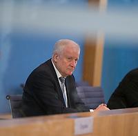 DEU, Deutschland, Germany, Berlin, 13.05.2020: Bundesinnenminister Horst Seehofer (CSU) in der Bundespressekonferenz zum weiteren Vorgehen bei den Corona-bedingten Binnengrenzkontrollen.