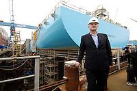 11 AUG 2005, KIEL/GERMANY:<br /> Joschka Fischer, B90/Gruene, Bundesaussenminsiter, vor einem Teil eines Schiffsrumpfes, waehrend dem  Besuch der Howaldtswerke-Deutsche Werft GmbH, HDW<br /> IMAGE: 20050811-02-035<br /> KEYWORDS: Schiffbau, Wahlkampf, Bundestagswahl, Dock