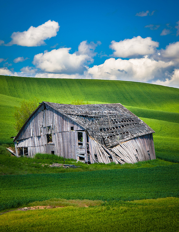 Dilapidated barn building in the agricultural Palouse area of eastern Washington state.