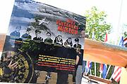 Pieter van Vollenhoven opent het WOII en Vliegeniersmuseum in Fort Vuren. Het museum vormt samen met een herinneringsroute een eerbetoon aan de bemanning van zes geallieerde vliegtuigen die tijdens de Tweede Wereldoorlog zijn neergestort op grondgebied van de huidige gemeente Lingewaal. <br /> <br /> Pieter van Vollenhoven opens the WWII and Aviation Museum in Fort Vuren. The museum, together with a memorial route, is a tribute to the crew of six allied aircraft crashed during the Second World War on the territory of the current Lingewaal municipality.<br /> <br /> Op de foto / On the Photo: Fort Vuren