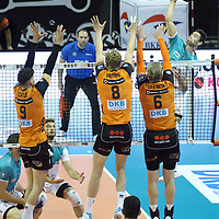 17.10.2020, Max Schmeling Halle, Berlin, GER, 1.VBL, BR VOLLEYS VS. SWD powervolleys Dueren, <br /> im Bild <br /> Timothee Carle (BR Volleys #9)#, Anton Brehme (BR Volleys #8), Sergey Grankin (BR Volleys #6),<br /> Tobias Brand (Dueren #10)<br /> <br />      <br /> Foto © nordphoto / Engler