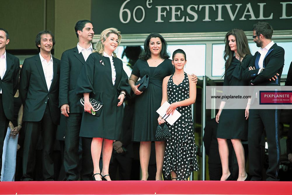 Catherine Deneuve - - chiara mastroianni - - Festival de Cannes - montée des marches pour Persepolis - 23/05/2007 - JSB / PixPlanete