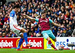 Aaron Cresswell of West Ham United crosses the ball from the left - Mandatory byline: Matt McNulty/JMP - 21/02/2016 - FOOTBALL - Ewood Park - Blackburn, England - Blackburn Rovers v West Ham United - FA Cup Fifth Round